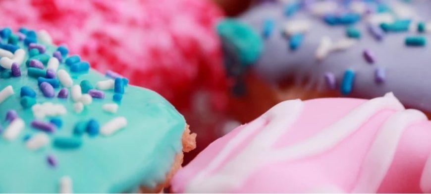 Krispy Kreme начнет дарить бесплатные пончики привитым от коронавируса гостям в США |